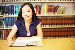 Asiatico con il libro Immagini Stock Libere da Diritti