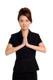 Asiatin in der willkommenen Haltung Lizenzfreie Stockfotos
