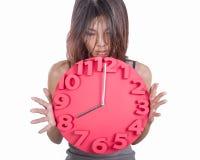 Asiatin, die Uhr hält Lizenzfreie Stockfotos