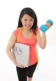 Asiatin glücklich über das Beginnen einer Diät Lizenzfreie Stockfotografie