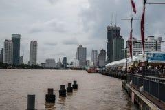 从Asiatique的河沿视图河边区,曼谷,泰国 免版税库存照片