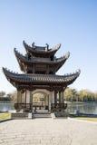 Asiatique Chine, Pékin, parc de Taoranting, paysage d'hiver, pavillons, terrasses et halls ouverts Photos stock