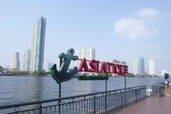 Asiatique la orilla del río en la ciudad de Bangkok Imágenes de archivo libres de regalías