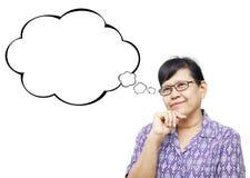 Asiatische ältere Frau smilingly und etwas denkend Stockfotos