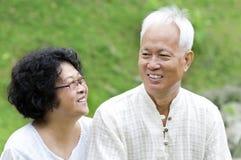 Asiatische ältere Paare stockfotografie