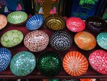 Asiatische Dekoration Asiatische Handwerkkünste Bunte Schüsseln lizenzfreie stockfotografie