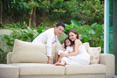 Asiatische Familie glücklich zusammen Lizenzfreie Stockfotografie