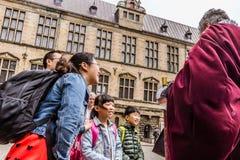 Asiatische Familie an Kronborg-Schloss Stockfotografie