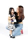Asiatische Familienmama und -kinder lizenzfreie stockfotografie