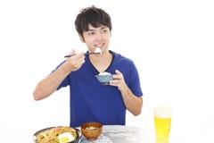 Asiatische Fleisch fressende Mahlzeiten lizenzfreie stockfotografie