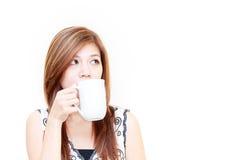 Asiatische Frau, die ein Cupkonzept anhält Stockfotos