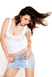 Asiatische Frau, die ihr Haar leicht schlägt Lizenzfreies Stockfoto