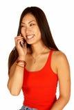 Asiatische Frau, die am Kamera-Telefon spricht Stockfotografie