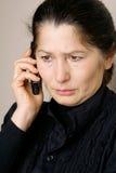 Asiatische Frau, die am Telefon spricht Stockbilder
