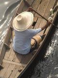 Asiatische Frau im Boot Lizenzfreie Stockbilder