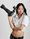Asiatische Frau mit Fotokamera Stockbild
