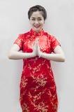 Asiatische Frau mit Geste des Glückwunsches Lizenzfreies Stockbild
