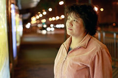Asiatische Frau nachts Stockbild
