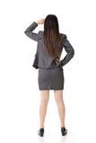 Asiatische Geschäftsfrau, die nach vorn schaut Stockfotografie