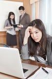 Asiatische Geschäftsfrau im Büro Stockfoto