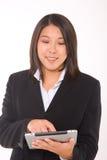 Asiatische Geschäftsfrau mit Tablette lizenzfreies stockfoto
