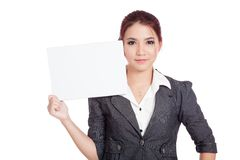 Asiatische Geschäftsfraushow, die ein leeres Zeichen mit vertrauen Lizenzfreies Stockfoto