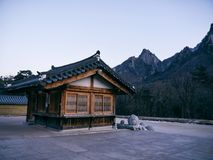 Asiatische Häuser in Sinheungsa-Tempel Stockfotos