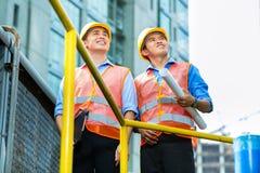 Asiatische indonesische Bauarbeiter Stockfotos
