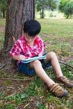 Asiatische Kinderzeichnung im Nationalpark im Urlaub Bildung conc Stockbild
