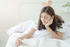 Asiatische Konzepte, Lernen und Interesse an der Lesung stockfoto