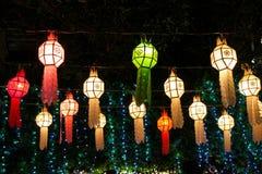 Asiatische Laternen der bunten Lichter nachts Lizenzfreie Stockbilder
