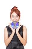 Asiatische Mädchenshow eine Diskette mit ihren beiden Händen Lizenzfreies Stockfoto