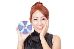 Asiatische Mädchenshow eine Diskette und eine gesetzte Palme auf Backe Lizenzfreie Stockfotos