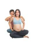 Asiatische Mannmassage für schwangere Frau, Paare, die zusammen an vor der Geburt liegender Klasse teilnehmen lizenzfreie stockfotografie