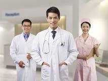 Asiatische medizinische Fachleute lizenzfreie stockbilder