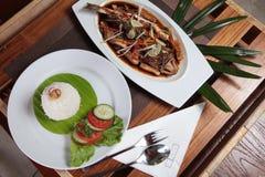 Asiatische Meeresfrüchte Groper-Fische mit Reis Stockbilder