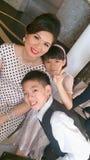 Asiatische Mutter mit Kindern Lizenzfreie Stockfotos
