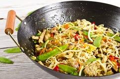 Asiatische Nudeln mit Fleisch stockbild