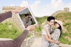 Asiatische Paare an der Chinesischen Mauer von China Lizenzfreies Stockbild