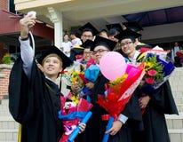 Asiatische Studenten im Aufbaustudium Stockbild