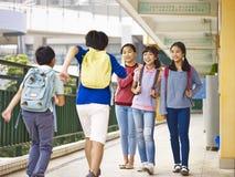 Asiatische Volksschulekinder Lizenzfreies Stockfoto