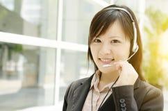 Asiatische weibliche Kundenhilfslinie Stockbild