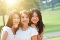 Asiatische weibliche Schwestern Lizenzfreie Stockfotos