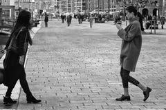 Asiatische weibliche Touristen Marseille Lizenzfreie Stockfotos