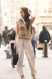 Asiatische weibliche vorbildliche Aufstellungsrockefeller-Mitte Lizenzfreie Stockfotografie