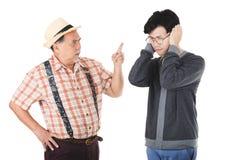 Asiatischer älterer Mann verärgert stockfotografie