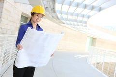 Asiatischer Architekt auf Baustelle Lizenzfreies Stockbild