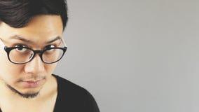 Asiatischer Brillenmann stockbild
