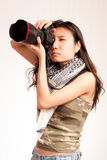 Asiatischer ernster Fotograf Lizenzfreies Stockfoto