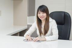 Asiatischer Frauendoktor lizenzfreie stockbilder